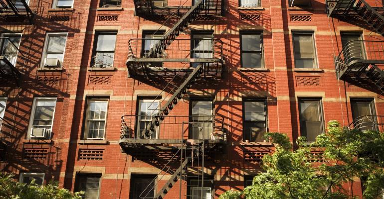 Manhattan Renters Win as Peak Apartment-Leasing Season Fizzles