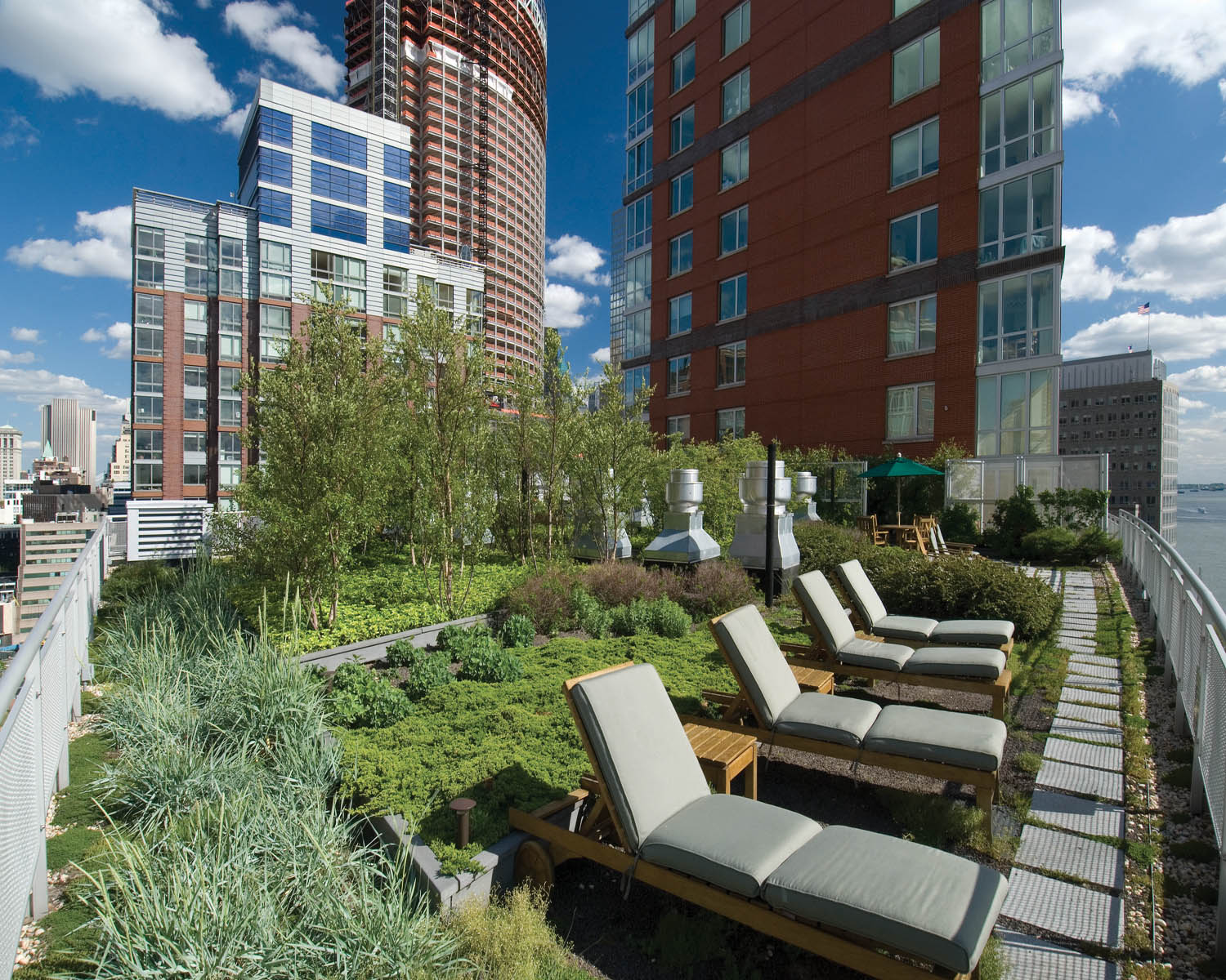 Green roofs grow on multifamily buildings in major u s for 2 river terrace nyc